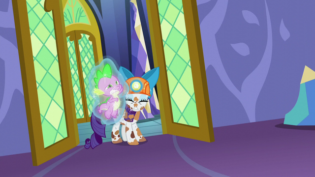 """File:Rarity """"...there's something wrong with Spike!"""" S6E5.png"""