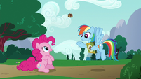Rainbow tossing a cookie to Pinkie Pie S6E15