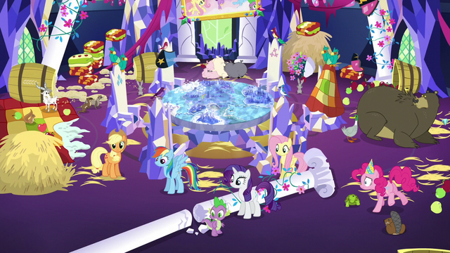 File:Mess in the throne room S5E3.png
