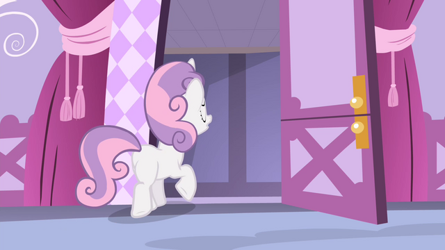 File:Sweetie leaving the room S4E19.png