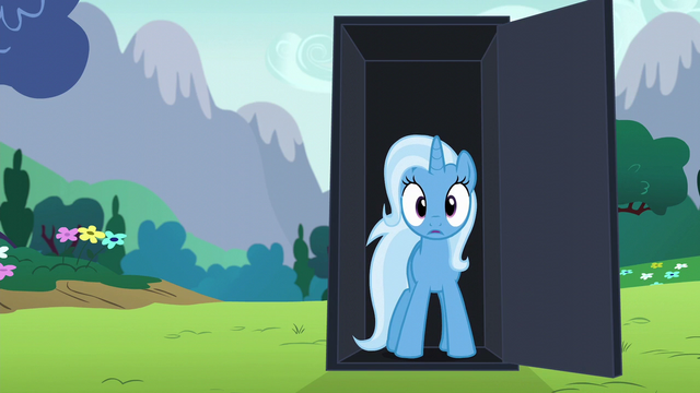 File:Trixie appears in the black box S6E6.png