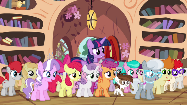 File:Twilight with crowd of Ponyville foals S4E15.png