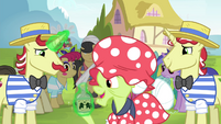 Flam giving Granny Smith more tonic S4E20