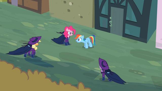 File:Applejack, Pinkie, Rainbow Dash and Twilight S2E08.png
