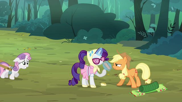 File:Applejack 'some of us didn't pack as light as the others' S3E06.png