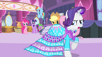 Rarity's friends see Rarity walking S4E13