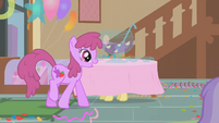Berryshine spots the punch bowl S1E12