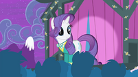 Rarity looking at the audience S4E14