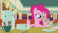"""Pinkie Pie """"DJ Pon-3 designs beats"""" S6E9"""