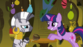 Twilight grinning awkwardly S3E05.png
