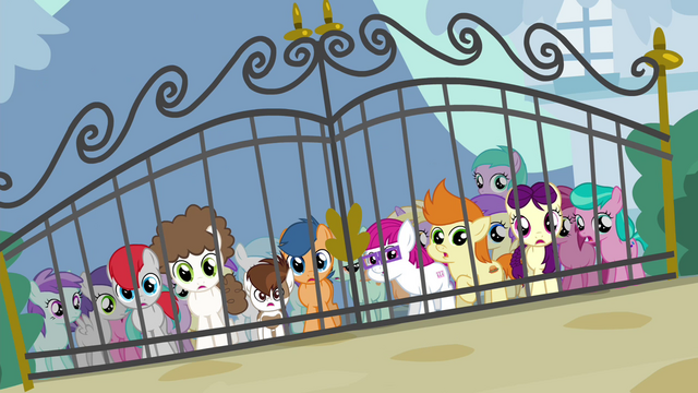 File:Foals outside Diamond Tiara's front gate S4E15.png