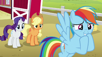 Rainbow chuckling with anticipation S6E15