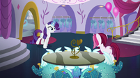 Rarity welcomes Posh Pony to Canterlot Carousel S5E14