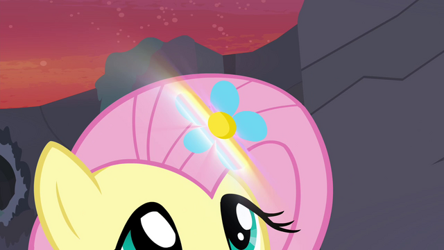 File:Flower glowing S4E16.png