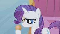 Rarity removes hairball from her eye S1E10