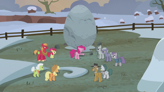 File:Pinkie Pie starts the flag-finding game S5E20.png