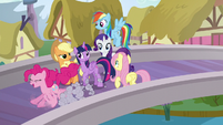 Pinkie racing ahead of her friends S5E19