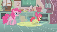 Apple Bloom looking into the oven S1E12