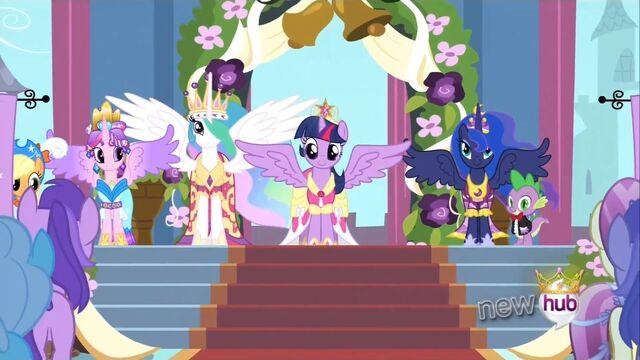 File:Princess Luna missing crown Animation error S3E13.jpg