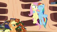 Rainbow Dash tries to encourage Fluttershy S3E05