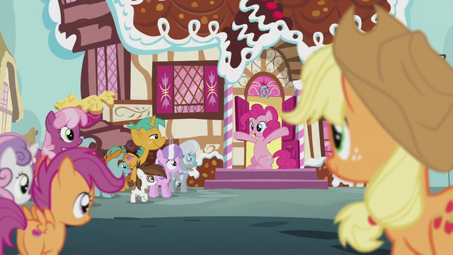 File:Pinkie Pie throws the CMC a cute-ceanera S5E18.png