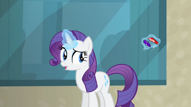 File:Rarity giving her gems to the bellhop S4E08.png
