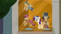 Rarity finishes the window display S6E9
