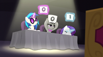 DJ Pon-3, Octavia, and Rarity give poor scores S5E4