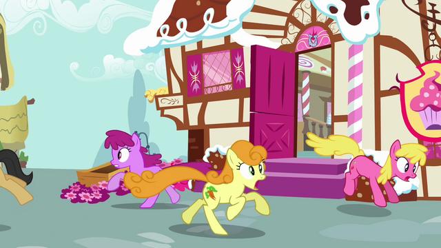 File:Ponies escape S02E19.png
