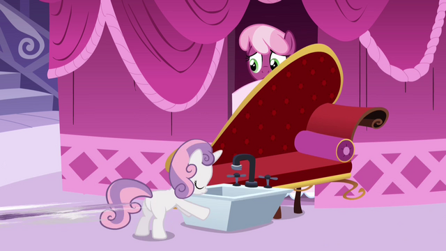 File:Sweetie Belle blocking Cheerilee with sink S2E17.png