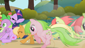 Apple Family pushes Twilight and Spike S01E01.png