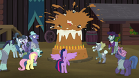 Something pops out of the Hooffields' cake S5E23