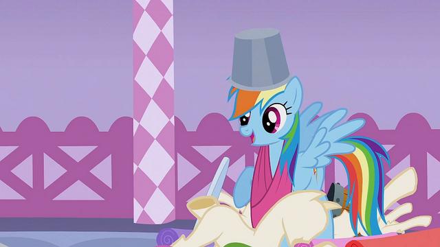 File:Rainbow Dash 'I love fun things' S1E14.png