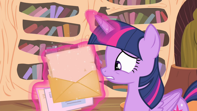 File:Twilight opens a letter S04E11.png