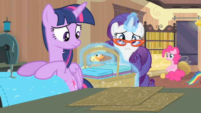 File:Rarity '...according to that pattern there!' S4E08.png