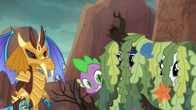 File:Spike hiding behind seaweed pile S6E5.png