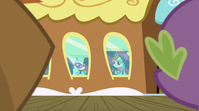 File:Rarity and Rainbow Dash waving goodbye S6E17.png