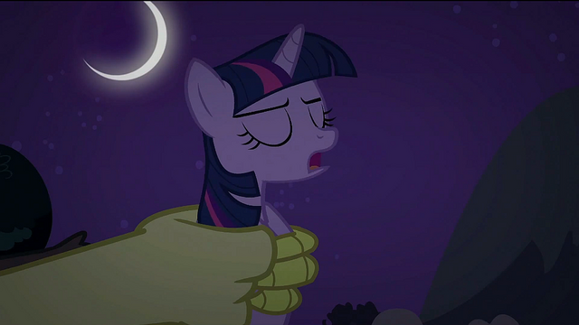 File:Twilight 'It's too dark' S2E02.png