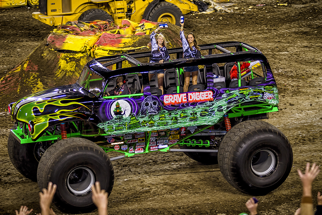grave digger 11 monster trucks wiki fandom powered by wikia. Black Bedroom Furniture Sets. Home Design Ideas