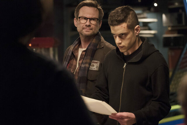 File:Mr.-Robot-1x04-9.jpg