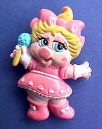 Avon pin Baby Miss Piggy