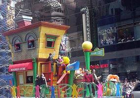 Macys-sesamefloat2006