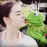 Kiss Maia Mitchell Kermit