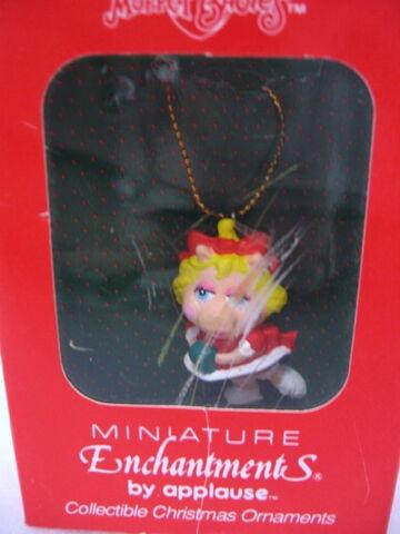 File:Applause ornament piggy 2.jpg