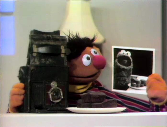 File:ErnieCMCuppycakes.jpg