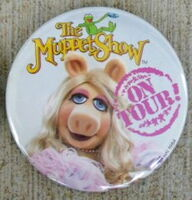Muppet show on tour buttons miss piggy