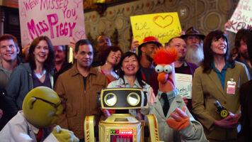 TheMuppets-(2011)-Finale-Bunsen&80sRobot&Beaker