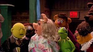 VMX-Backstage-Bunsen-Rowlf-Piggy-Fozzie-Kermit-Lew-Bobo