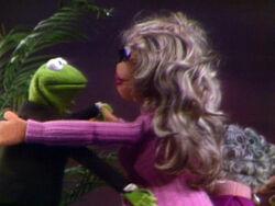 SexandV Kermit flirt