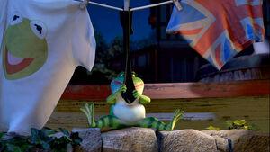 Gnomeo&Juliet-KermitShirt-(2011)